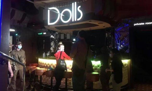 Алиби стриптиз клуб откровенно эротические шоу видео
